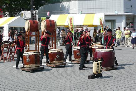 オープニングを飾る東海太鼓