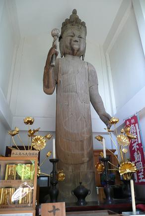 高さ約6メートルの立木観音菩薩像