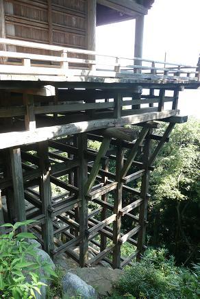 懸造りの関東の清水寺