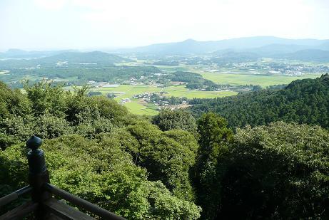本堂からの八郷盆地の眺望