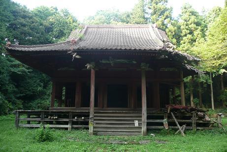 廃寺同然の拝殿?