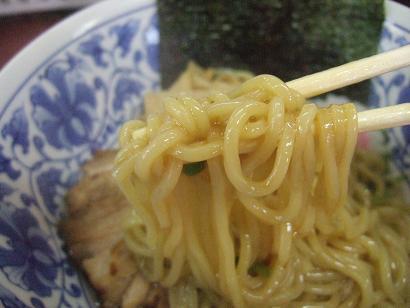 太目なストレート麺