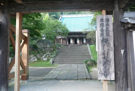 大覚寺への門