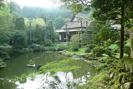 綺麗に整備された日本庭園「裏見なしの庭」
