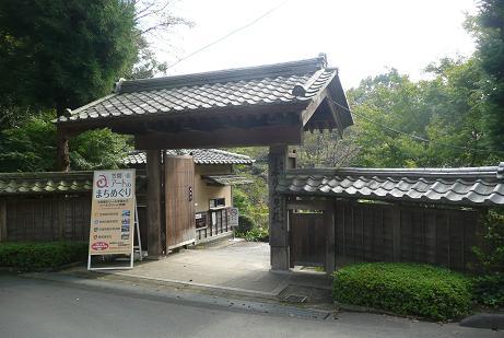 春風萬里荘への門
