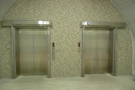 新観爆台へのエレベーター