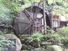 そばを挽く水車小屋