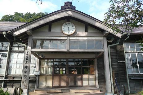 上岡小学校入口