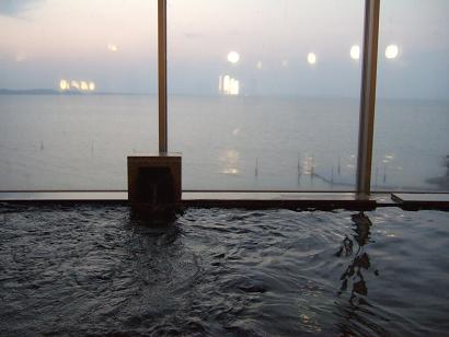 内湯からの霞ヶ浦
