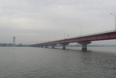 霞ヶ浦大橋を通過
