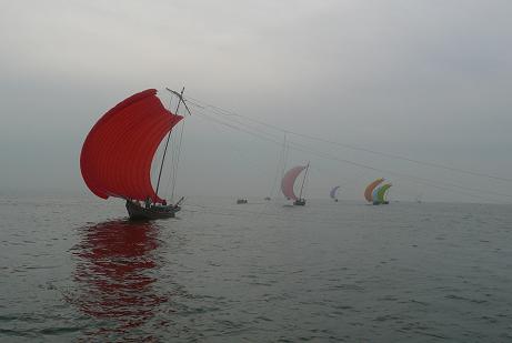 帆引き船の横顔