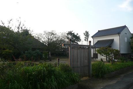 屋敷裏側からの蔵