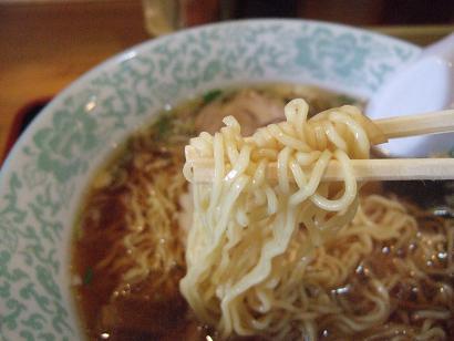 香ばしい細麺