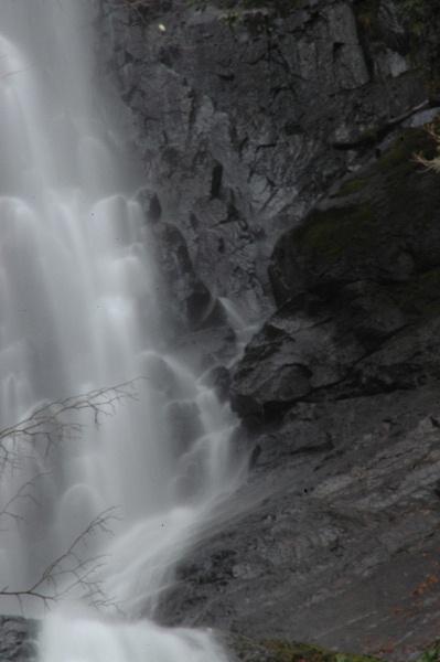 上段の滝、一部。モノトーンの世界♪