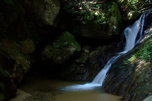 滝の下流2