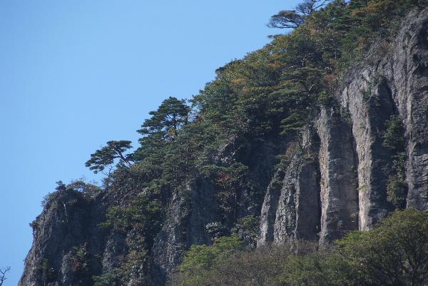 切り立った岩・・・屏風岩と言います