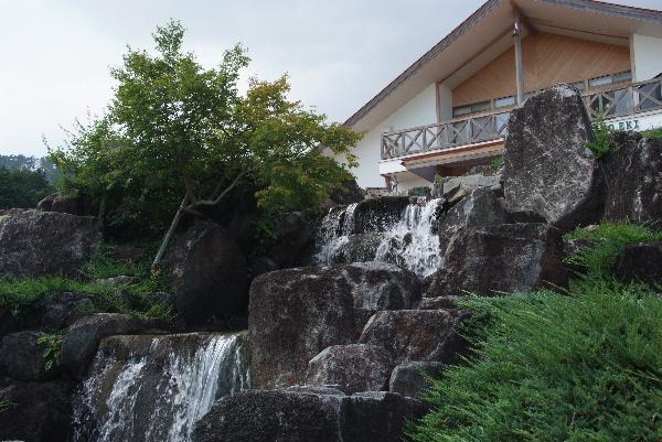 那岐山麓の家  ここにも滝??人工ですが