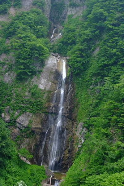 しりたか滝・・・手持ちでパチ(^▽^;)