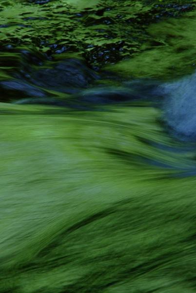 深山の流れ