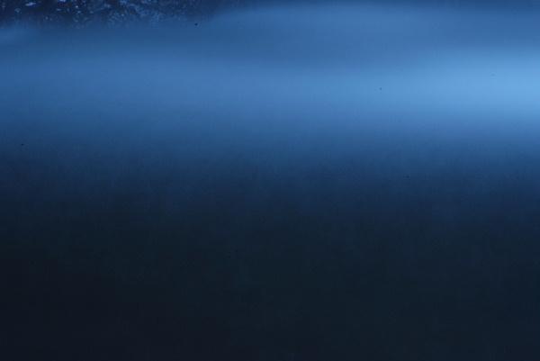 滝前は広く私の好きな青の世界でした・・ただの水で