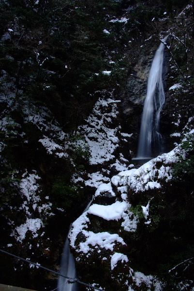上から下の滝に・・本当は三段かな・・