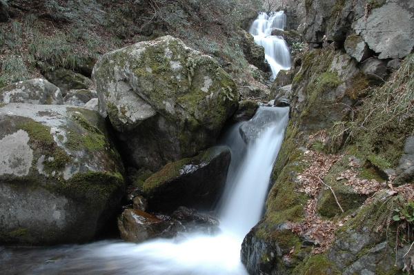 上段から流れ落ちる二の滝