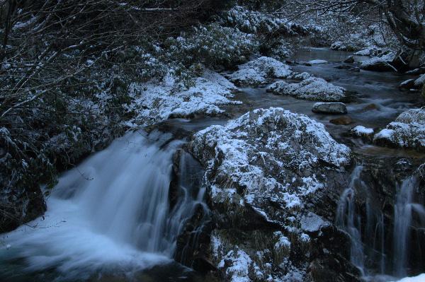 鱒返りの滝・・・2本の流れの素敵な滝でした。