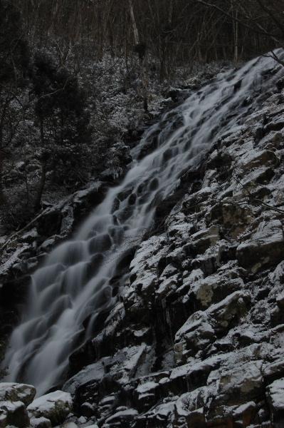 布滝・・・正面からだと一枚の布のように見えるのですが・・・