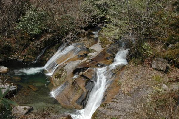 高さ10mの滝なのですが高い位置からなので_(_^_)_