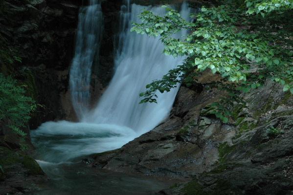 二段目の滝 滝つぼに落ちる姿が迫力満点でした