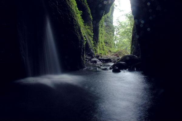 洞窟への入り口方面
