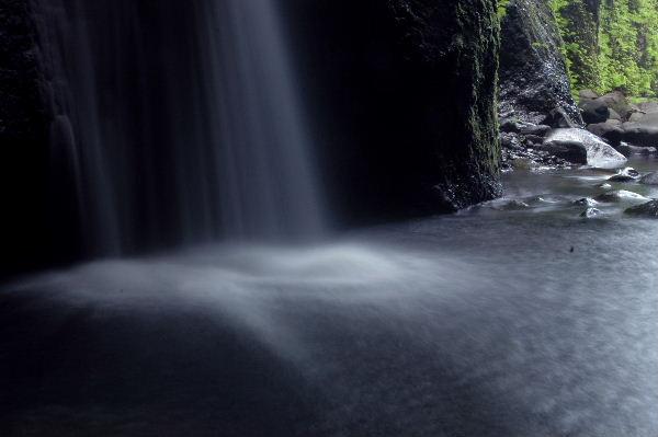 滝の落下地点