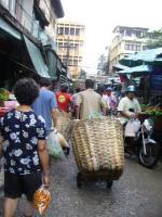 野菜いっぱいの所の運び屋さん