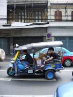 中国人街、トゥクトゥクは走る