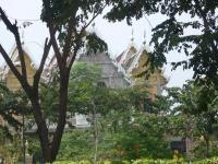 学校の近くのお寺。ここで渋滞。タイですなァ。
