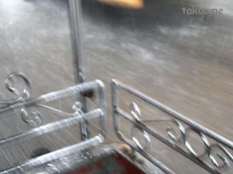雨の中、トゥクトゥクで帰る