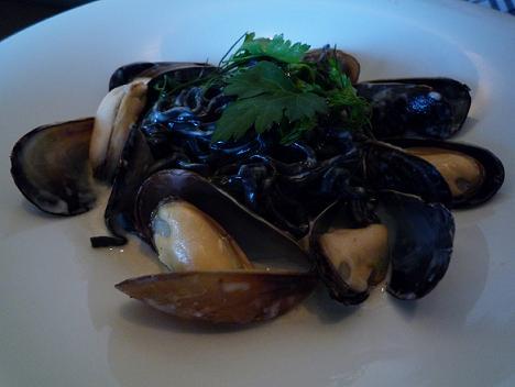 ムール貝と菜の花のクリームソース 手打ちパスタ