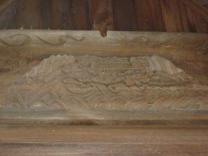 加茂神社の奥殿彫刻(猿と鬼が綱引きをしている)
