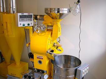 黄色の焙煎機はチッポ名物