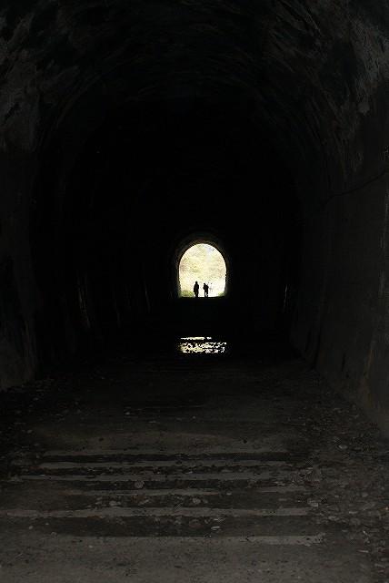 トンネルの向こう側