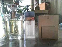 香水(´-`)