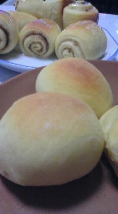 焼きたてパン&シナモンロール