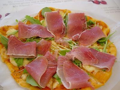 生ハム&ルッコラのピザ