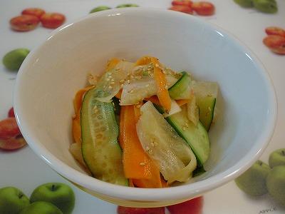 野菜のピーラーサラダ