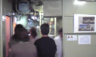 潜水艦 入口