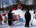 幼稚園冬の運動会雪像