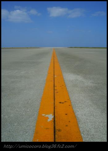 久米島空港の滑走路だよ。。。