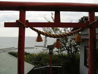 荒熊神社の鳥居と景色