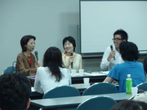 出版アカデミー大阪セミナー 吉井春樹さん(右)河本ぼあら(中)司会の百世瑛衣乎さん(左)