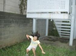 非常階段から飛び降りる
